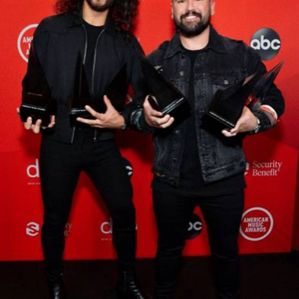 DAN + SHAY WIN THREE OUT OF THREE AMERICAN MUSIC AWARDS, TIED FOR MOST-AWARDED AT TONIGHT'S CEREMONY